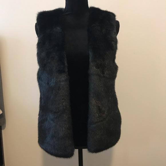 Club Monaco Jackets & Blazers - Club Monaco Green Faux Fur Vest S Small